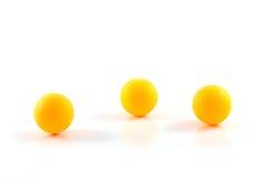Bola anaranjada de los tenis de mesa aislada Fotografía de archivo libre de regalías