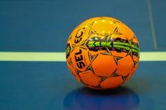 Bola anaranjada para futsal Imagen de archivo libre de regalías