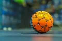 Bola anaranjada para futsal Foto de archivo libre de regalías
