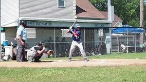 Bola asquerosa del béisbol almacen de metraje de vídeo