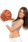 Bola atractiva del baloncesto de la explotación agrícola de la mujer en manos Fotos de archivo libres de regalías