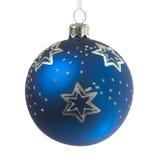 Bola azul de la decoración de la Navidad Imágenes de archivo libres de regalías