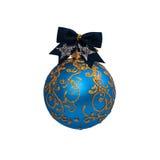 Bola azul de la Navidad aislada en Año Nuevo del fondo blanco Imágenes de archivo libres de regalías
