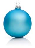 Bola azul de la Navidad aislada en blanco Imagenes de archivo