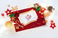 Bola blanca roja de la estrella de la decoración del día de fiesta de la tarjeta de Navidad Imagenes de archivo