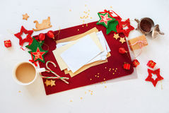 Bola blanca roja de la estrella de la decoración del día de fiesta de la tarjeta de Navidad Fotografía de archivo libre de regalías
