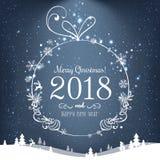 Bola brillante de la Navidad por la Feliz Navidad 2018 y el Año Nuevo en fondo azul con la luz, estrellas, copos de nieve Tarjeta Fotos de archivo
