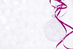 Bola brillante hermosa en un fondo del invierno Fotografía de archivo