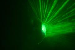 Bola brillante verde del disco en el movimiento Imágenes de archivo libres de regalías