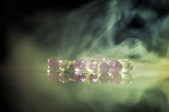 A bola claro de mármore, brilho colorido do arco-íris sparkles fundo Foco seletivo multicolored fotografia de stock royalty free