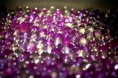 A bola claro de mármore, brilho colorido do arco-íris sparkles fundo Foco seletivo multicolored imagens de stock royalty free