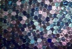 A bola claro de mármore, brilho colorido do arco-íris sparkles fundo Foco seletivo multicolored fotografia de stock
