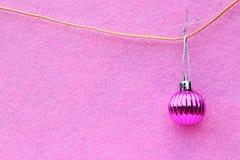 Bola colgante de la Navidad Fotos de archivo