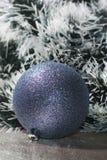 bola con malla verde oscuro y blanca Imágenes de archivo libres de regalías