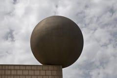 Bola contrapesada en la esquina de una pared Imagen de archivo libre de regalías
