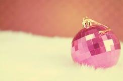 Bola cor-de-rosa do espelho Fotos de Stock Royalty Free