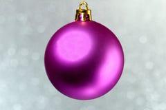 Bola cor-de-rosa do Natal Imagens de Stock