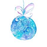 Bola da árvore de Natal da aquarela com uma fita em um fundo branco Fotos de Stock Royalty Free