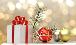A bola da caixa de presente e do Natal pôs sobre o pano de prata com fundo claro do bokeh Foto de Stock