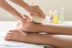 Bola da massagem a pé foto de stock royalty free
