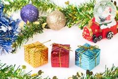 Bola da neve de Santa Crystal no fundo do Natal Fotografia de Stock
