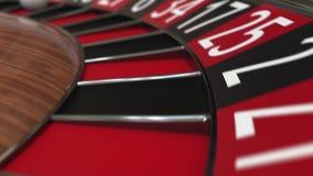 A bola da roda de roleta do casino bate 36 trinta e seis vermelhos video estoque