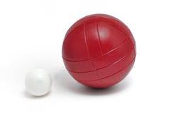 Bola de Bocce roja y Pallino (Gato o Boccino) fotos de archivo