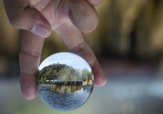 A bola de cristal, dentro de é marco de Hot Springs do geyser em Raksawari Fotografia de Stock