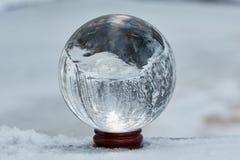 Bola de cristal en el invierno foto de archivo libre de regalías