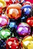 Bola de cristal real de la textura de la bola de la chuchería de la Navidad Las bolas de las chucherías de la Navidad, celebran d Imagenes de archivo