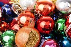 Bola de cristal real de la textura de la bola de la chuchería de la Navidad Las bolas de las chucherías de la Navidad, celebran d Foto de archivo libre de regalías