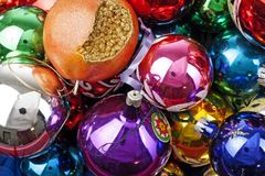 Bola de cristal real de la textura de la bola de las chucherías de la chuchería de la Navidad Las bolas de la Navidad, celebran d Foto de archivo