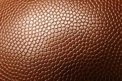 Bola de cuero del fútbol americano como fondo fotos de archivo