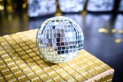 Bola de discoteca 2017 de la Feliz Año Nuevo Fotografía de archivo libre de regalías