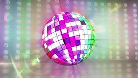 Bola de discoteca que gira con la bandera del orgullo gay metrajes