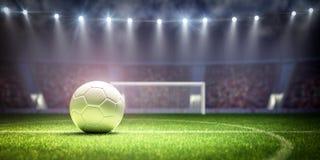 A bola de futebol branca no est?dio pronto para o f?sforo retrocede fora imagens de stock