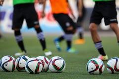 Bola de futebol e pés dos jogadores Imagem de Stock Royalty Free