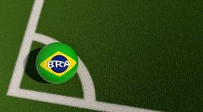 Bola de futebol em cores nacionais de Brasil em um campo de futebol Copie o espaço no lado direito Fotos de Stock