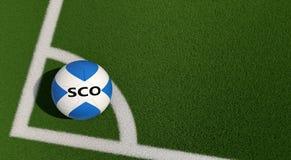 Bola de futebol em cores nacionais de Escócia em um campo de futebol Copie o espaço no lado direito Imagem de Stock