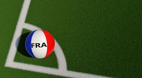 Bola de futebol em cores nacionais de França em um campo de futebol Copie o espaço no lado direito Foto de Stock Royalty Free