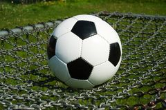 Bola de futebol, futebol em correntes fotografia de stock royalty free