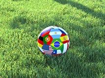 A bola de futebol embandeira a grama fotografia de stock