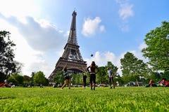Bola de futebol gigante na torre Eiffel durante UEFA 2016 Fotografia de Stock Royalty Free