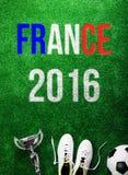 Bola de futebol, grampos, troféu e sinal de França 2016 Foto de Stock