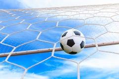Bola de futebol na rede do objetivo Imagem de Stock Royalty Free
