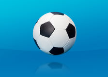 Bola de futebol sobre o azul Fotos de Stock Royalty Free