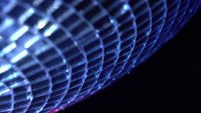 Bola de giro do espelho do disco Bola efervescente de giro do disco Conceito do partido da noite Fundo preto Fim acima vídeos de arquivo