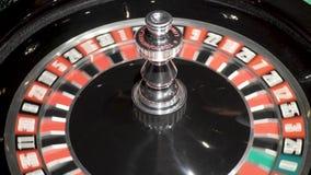 Bola de giro de la ruleta del casino de juego almacen de metraje de vídeo
