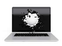A bola de golfe destrói o portátil Fotos de Stock