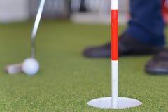 Bola de golfe do tiro com clube de golfe Imagens de Stock Royalty Free